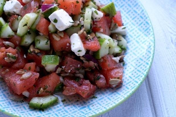 Line macht Wassermelonen-Gurken-Salat mit Feta und Minze | Line kocht | Was is hier eigentlich los?