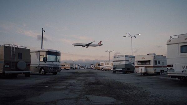 An einem Flughafen in LA leben Flughafenmitarbeiter auf einem Parkplatz | Menschen | Was is hier eigentlich los?