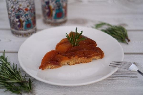 Line backt Tarte Tartin mit karamellisierten Pfirsichen und Rosmarin | Line backt | Was is hier eigentlich los?