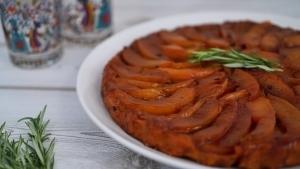 Line backt Tarte Tartin mit karamellisierten Pfirsichen und Rosmarin | Line backt | Was is hier eigentlich los? | wihel.de