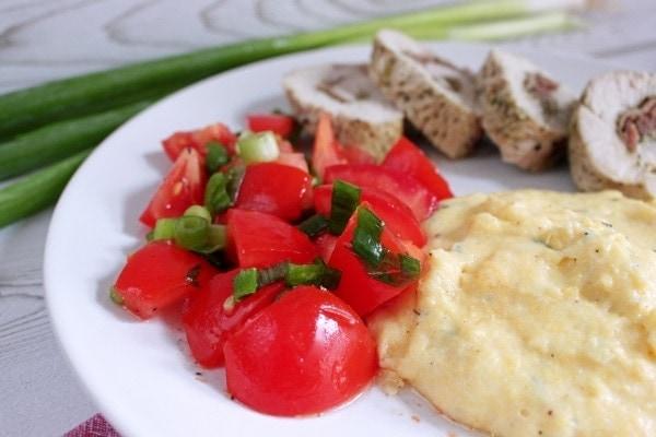 Line kocht Puteninvoltini mit Thymian-Polenta und Tomatensalat | Line kocht | Was is hier eigentlich los?
