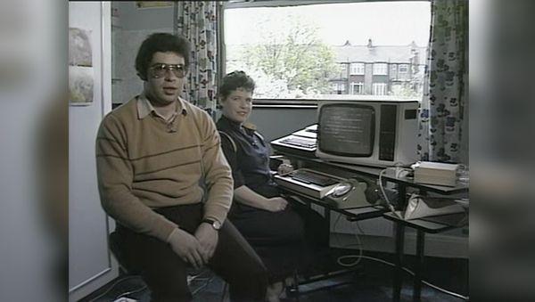 Wie man eine E-Mail 1984 verschickt hat | Nerd-Kram | Was is hier eigentlich los?