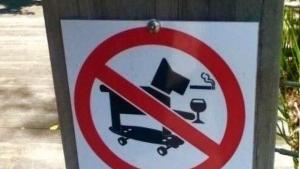 Der coolste Hund der Welt muss leider draußen bleiben | Lustiges | Was is hier eigentlich los? | wihel.de