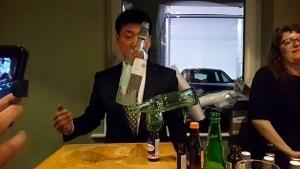 Rocky Byun balanciert Flaschen auf einer Party | Awesome | Was is hier eigentlich los?
