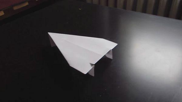 Der vielleicht beste Papierflieger der Welt - Und wie man ihn baut | Handwerk | Was is hier eigentlich los? | wihel.de