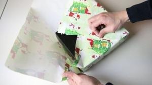 Geschenke einpacken ohne Tesa und Geschenkeband | Was gelernt | Was is hier eigentlich los? | wihel.de