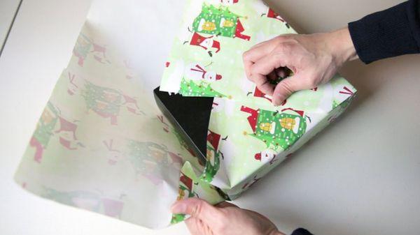 Geschenke einpacken ohne Tesa und Geschenkeband | Was gelernt | Was is hier eigentlich los?