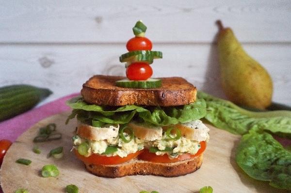 Line macht Clubsandwiches mit Hähnchen, Birne und Tomate | Line kocht | Was is hier eigentlich los? | wihel.de