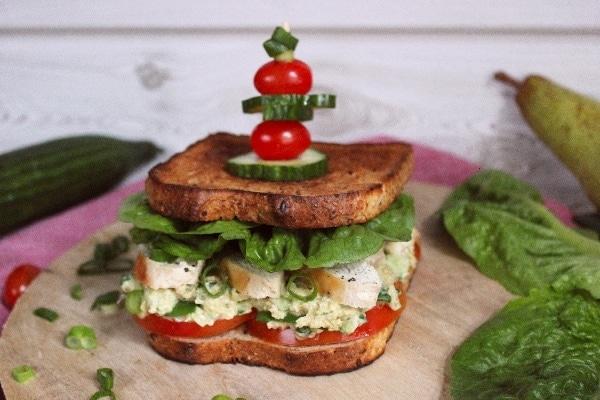 Line macht Clubsandwiches mit Hähnchen, Birne und Tomate | Line kocht | Was is hier eigentlich los?