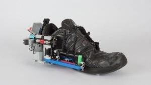Selbstschnürende Schuhe dank LEGO | Gadgets | Was is hier eigentlich los?
