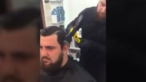 Mit Hammer und Axt: Haare schneiden | WTF | Was is hier eigentlich los? | wihel.de
