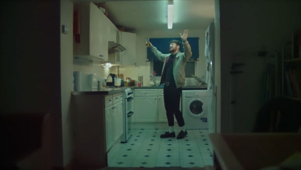 Tom Grennan - Praying | Musik | Was is hier eigentlich los? | wihel.de