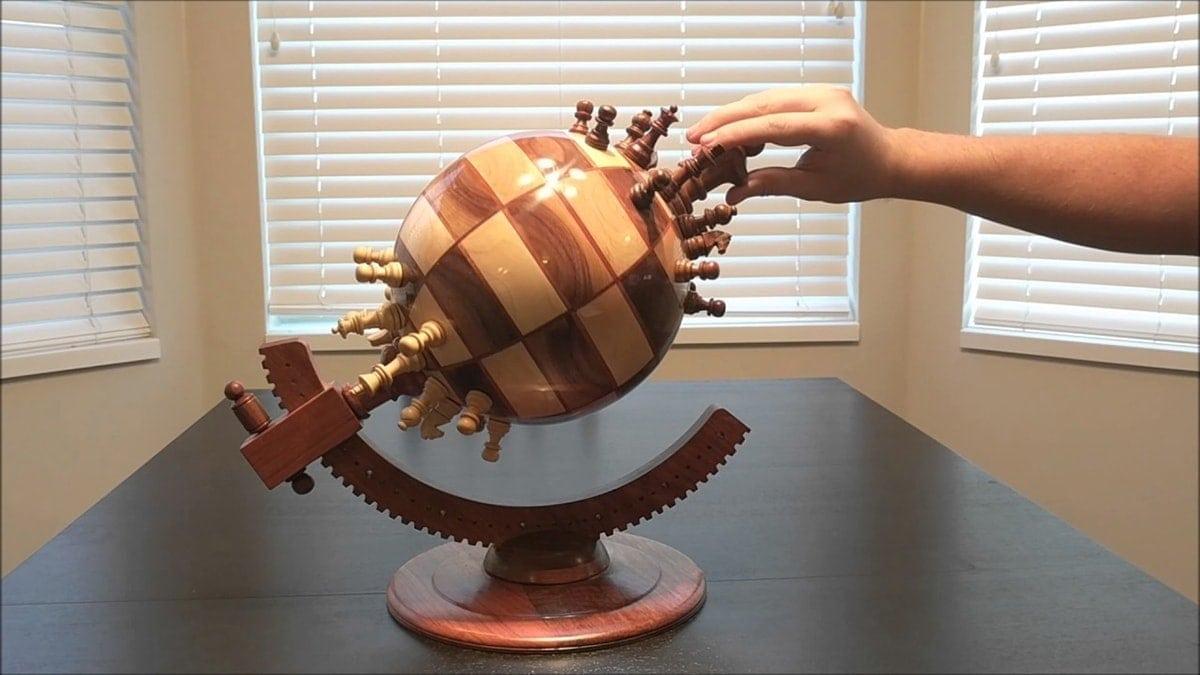 Ein Globus als Schachbrett | Handwerk | Was is hier eigentlich los?