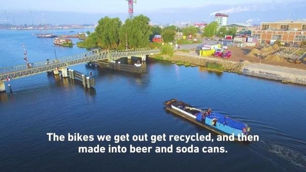 Gibt es nur in Amsterdam: Fahrrad-Angler | Awesome | Was is hier eigentlich los? | wihel.de
