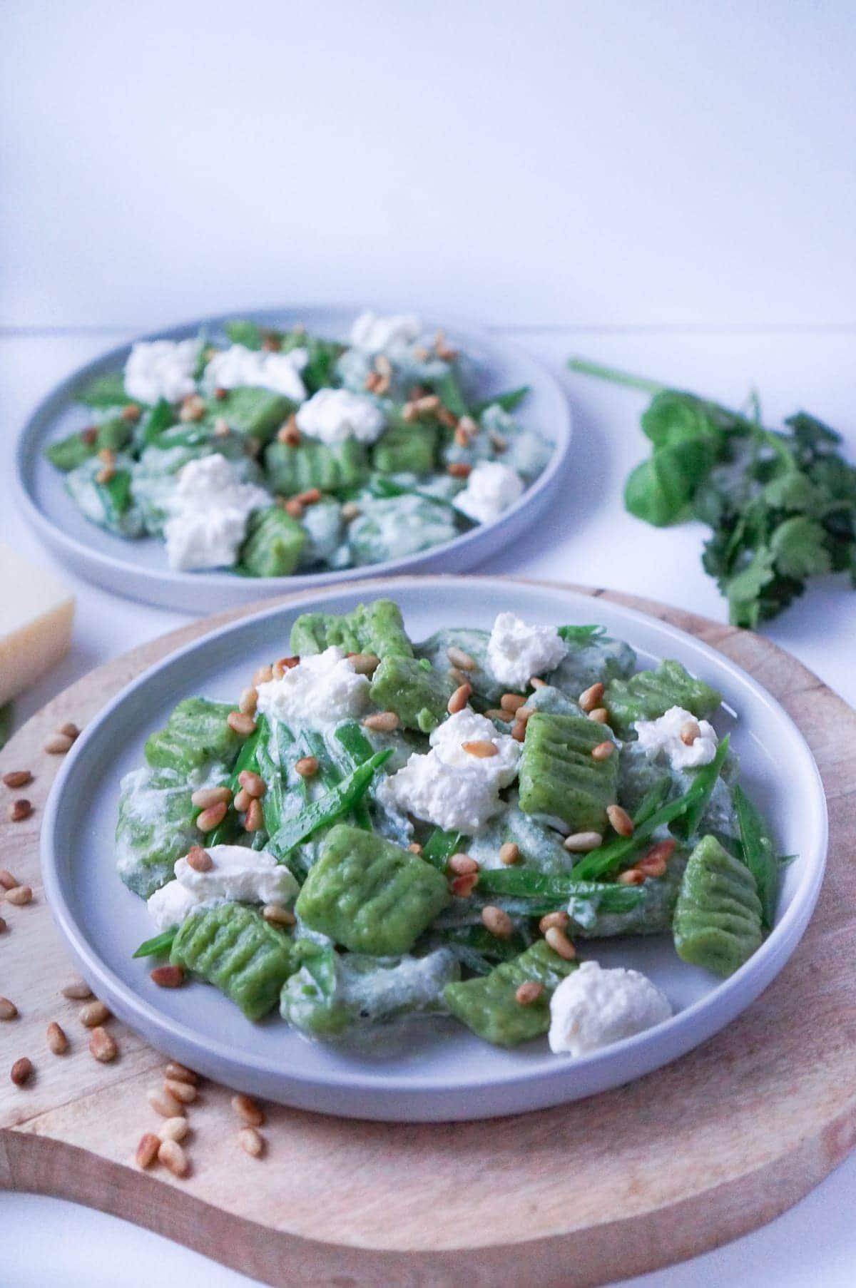 Line kocht Kräutergnocchi mit Ricotta, Zuckerschoten und Pinienkernen | Line kocht | Was is hier eigentlich los?