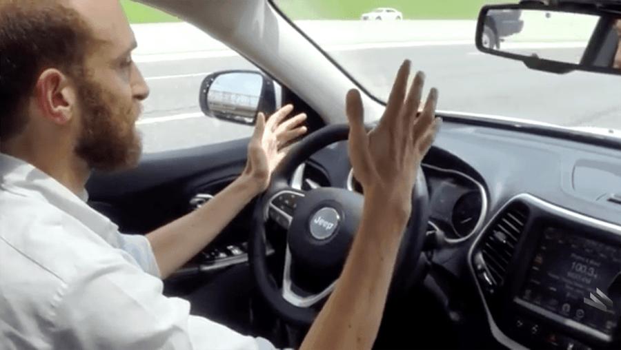 Wie Hacker einen Jeep während der Fahrt übernehmen | Gadgets | Was is hier eigentlich los?