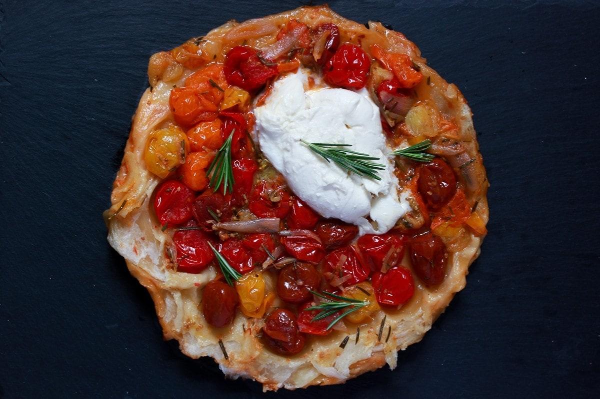 Line macht Blätterteig-Tomaten-Tarte mit Rosmarin und Mozzarella | Line kocht | Was is hier eigentlich los?