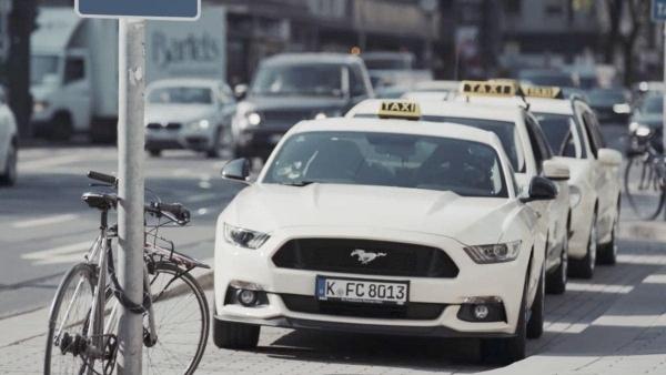 Mit dem Ford Mustang Taxi durch Düsseldorf | sponsored Posts | Was is hier eigentlich los? | wihel.de