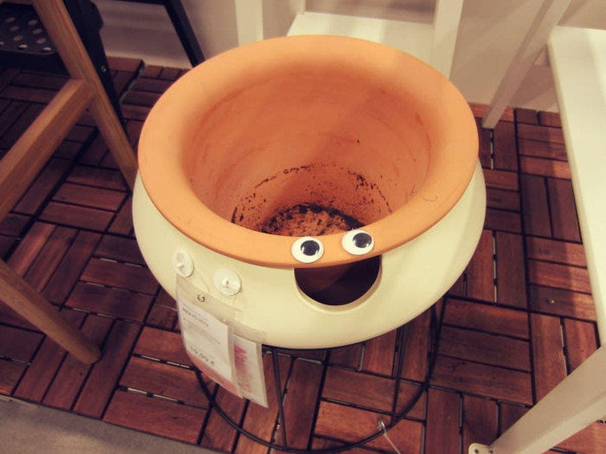 Spaß im IKEA mit Wackelaugen von Jovydas Pinkevicius | Lustiges | Was is hier eigentlich los?