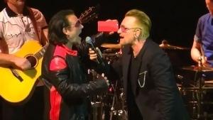 Bono und sein Doppelgänger, der auch noch singen kann | Musik | Was is hier eigentlich los? | wihel.de