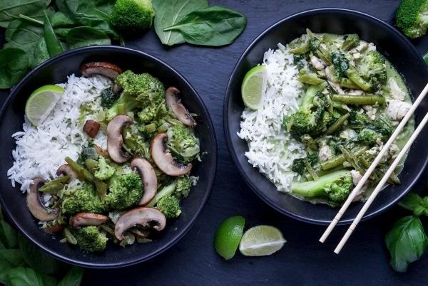 Line kocht Green Thai-Curry mit viel Gemüse und Champignons | Line kocht | Was is hier eigentlich los? | wihel.de