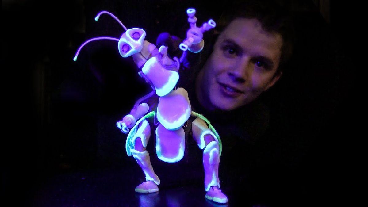 Die neue Glow-in-the-dark-Puppe von Barnaby Dixon | Gadgets | Was is hier eigentlich los?