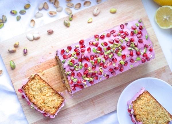 Line backt Pistazien-Möhren-Kuchen mit Granatapfel-Glasur | Line backt | Was is hier eigentlich los? | wihel.de