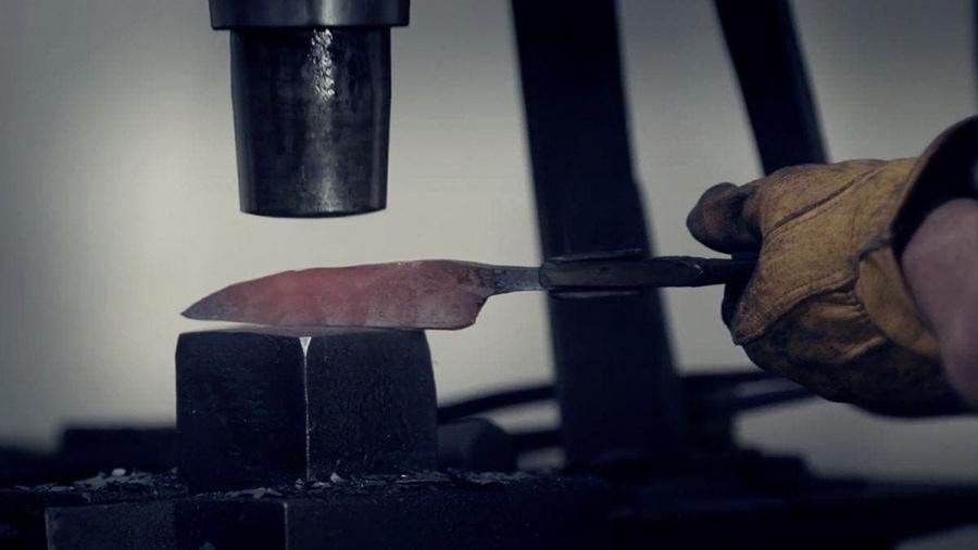 Wie ein 18-jähriger Messerschmied wurde | Handwerk | Was is hier eigentlich los?
