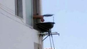 Das Genie der Woche: Grillen auf dem Balkon - ohne Balkon | Lustiges | Was is hier eigentlich los? | wihel.de