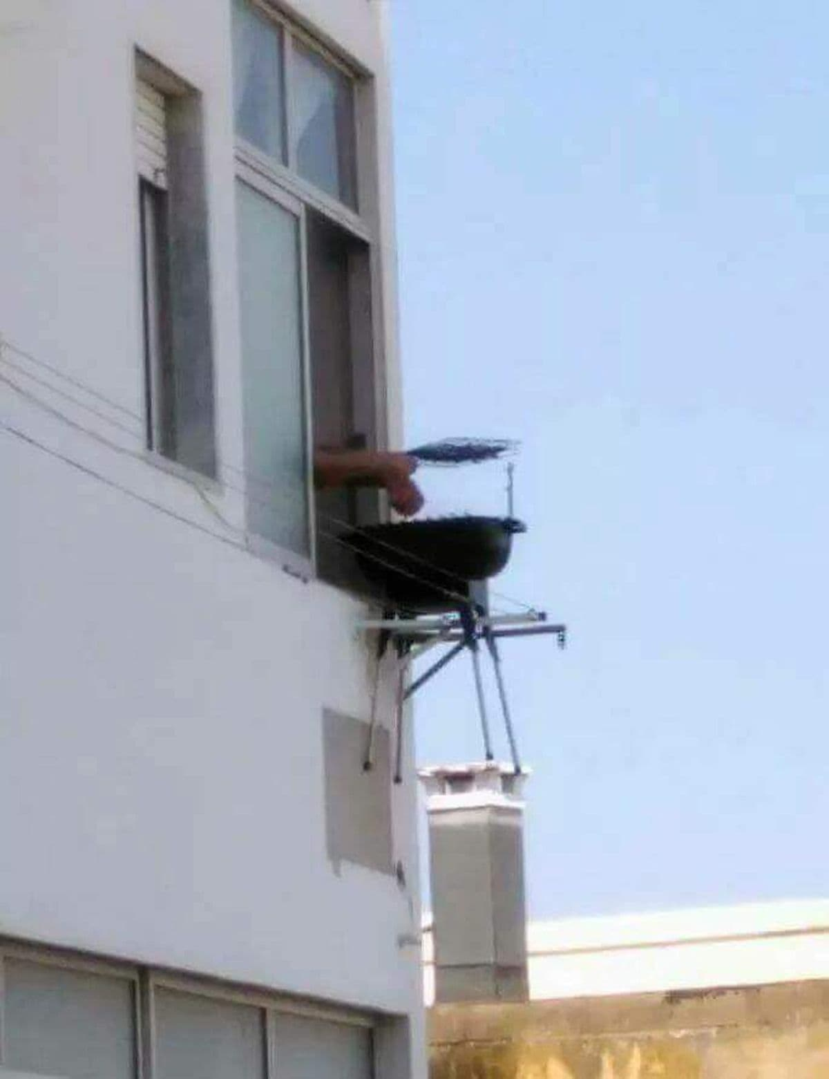 das genie der woche grillen auf dem balkon ohne balkon was is hier eigentlich los. Black Bedroom Furniture Sets. Home Design Ideas