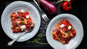 Line macht Kartoffel-Auberginen-Cannelloni mit Ricotta | Line kocht | Was is hier eigentlich los? | wihel.de