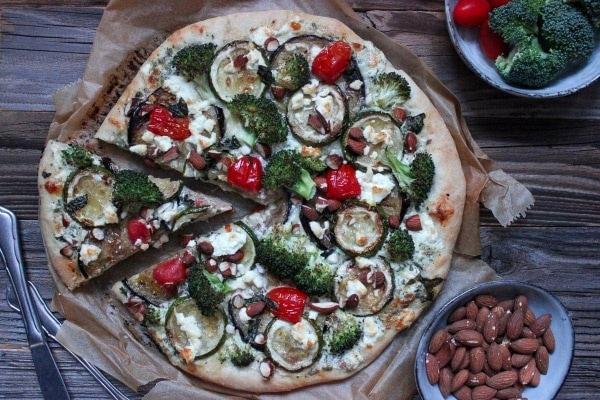 Line macht Pizza bianca mit gebratener Aubergine, Zucchini und Brokkoli | Line kocht | Was is hier eigentlich los? | wihel.de