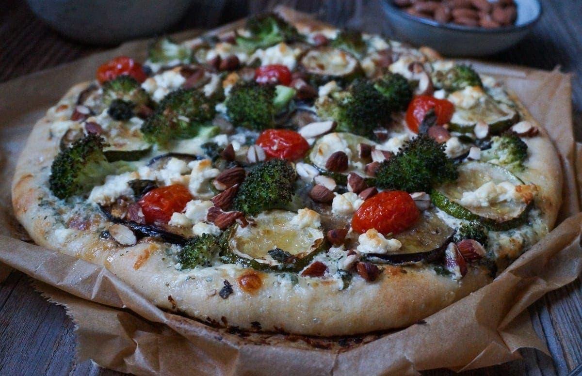 Line macht Pizza bianca mit gebratener Aubergine, Zucchini und Brokkoli | Line kocht | Was is hier eigentlich los?
