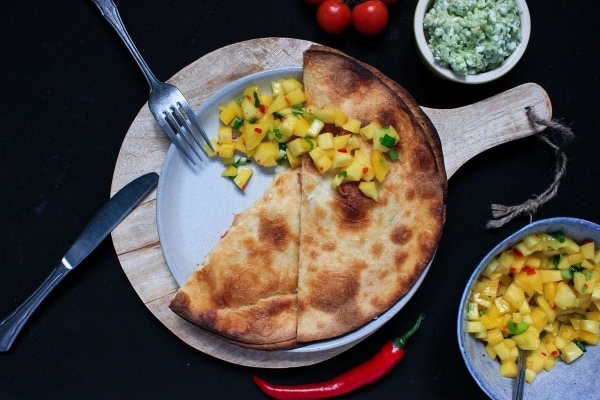 Line macht Quesadillas mit Mango-Salsa und Guacamole | Line kocht | Was is hier eigentlich los? | wihel.de