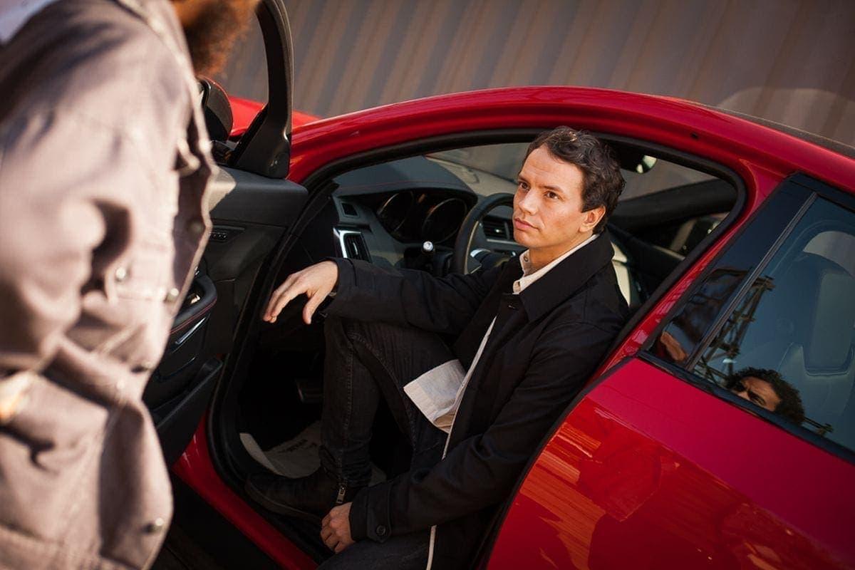 Alle Farben präsentiert zusammen mit Jaguar