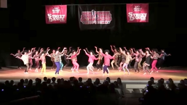 Viele Synchrontänzer tanzen nahezu perfekt synchron | Awesome | Was is hier eigentlich los? | wihel.de