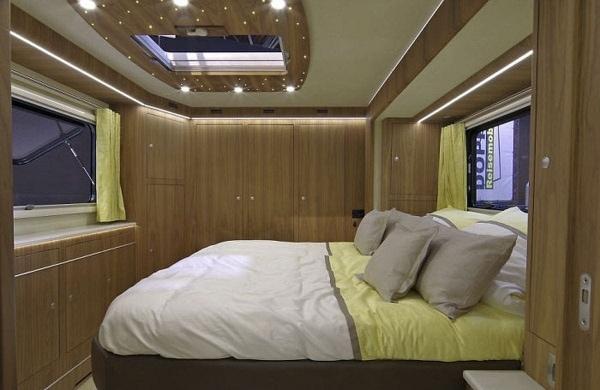 Ein Luxus-Wohnmobil mit eingebauter Garage für den Sportflitzer | Gadgets | Was is hier eigentlich los? | wihel.de