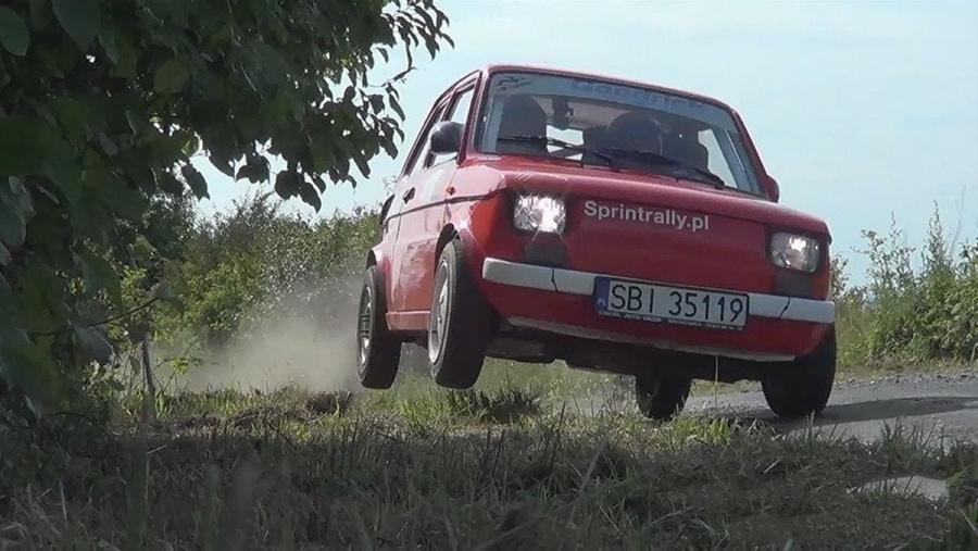 Piotr Filapek prügelt seinen Fiat 126 über die Rennstrecke | Awesome | Was is hier eigentlich los?