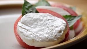 Mal wieder: Wie Mozzarella hergestellt wird | Essen und Trinken | Was is hier eigentlich los?