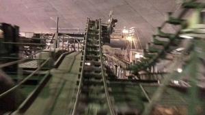 Die Space Mountain-Achterbahn im Disneyland bei eingeschaltetem Licht | Awesome | Was is hier eigentlich los? | wihel.de
