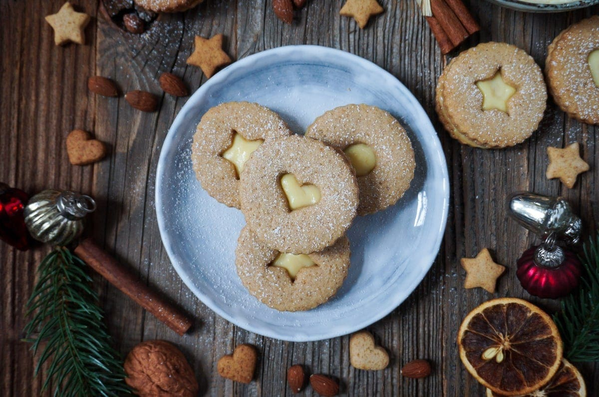 weihnachtliche spekulatius kekse mit eierlik r creme f llung. Black Bedroom Furniture Sets. Home Design Ideas