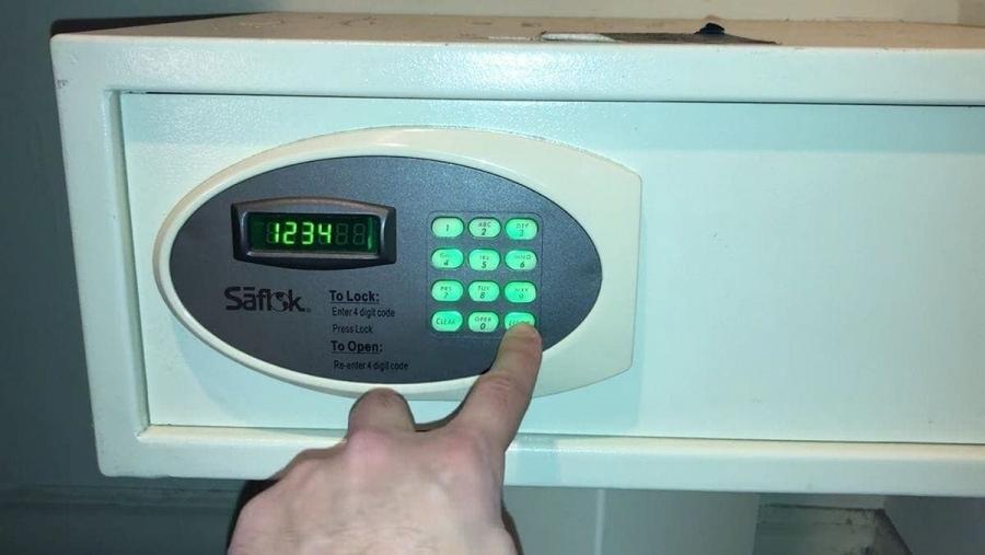 Schranksafes in Hotels sind mal gar nicht so safe, wie man denkt | WTF | Was is hier eigentlich los?