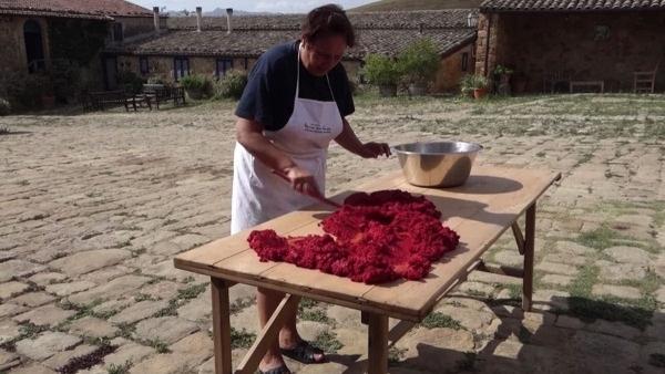 Wie Tomatenmark hergestellt wird | Was gelernt | Was is hier eigentlich los? | wihel.de