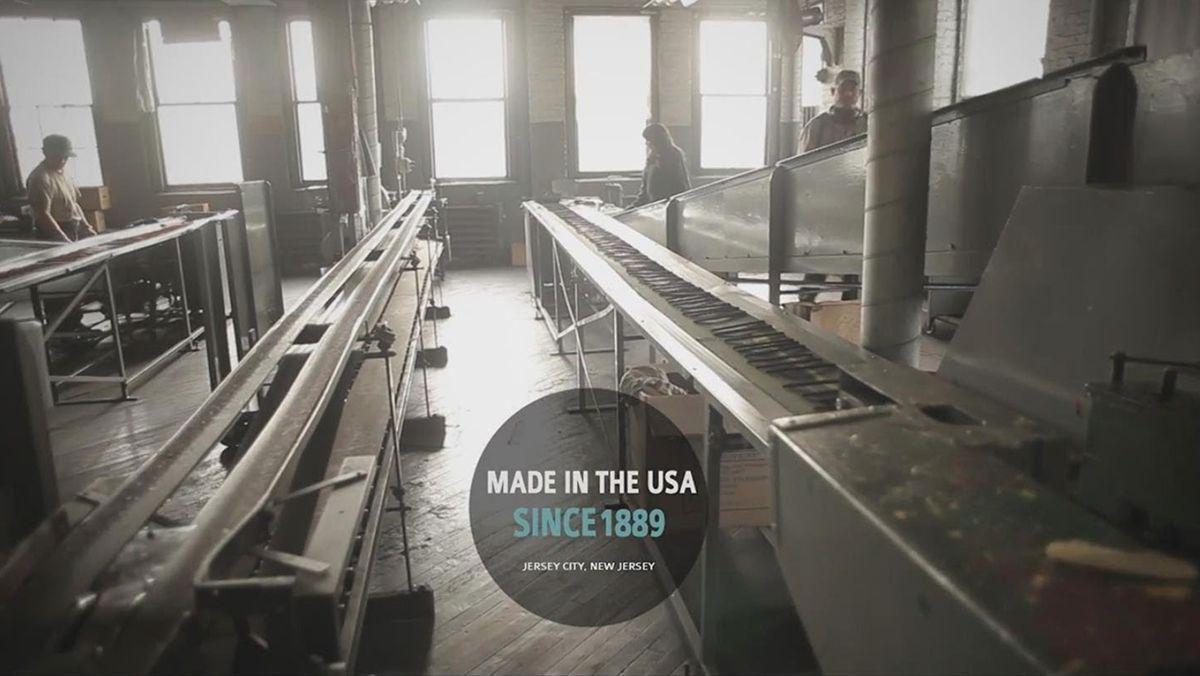 Zu Besuch in einer der letzten Bleistift-Fabriken Amerikas | Handwerk | Was is hier eigentlich los?
