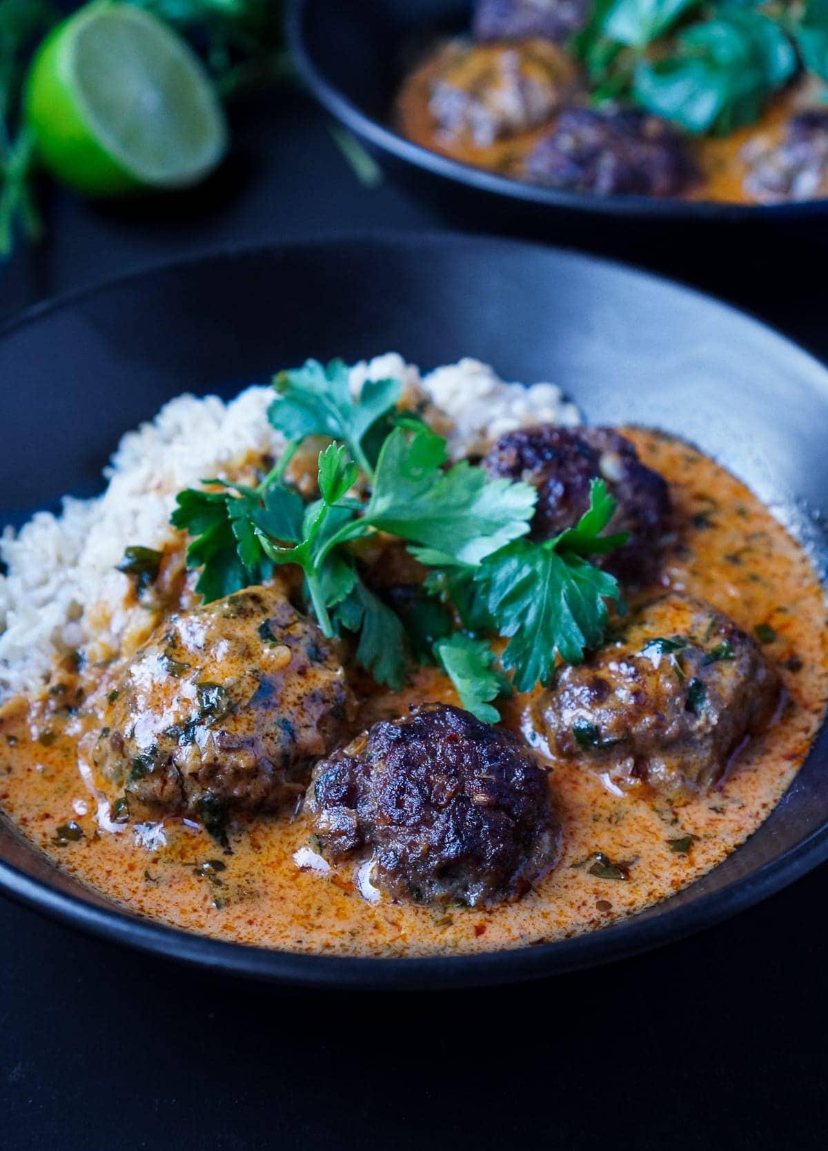 Line kocht Rotes Thai Curry mit scharfen Hackbällchen | Line kocht | Was is hier eigentlich los?