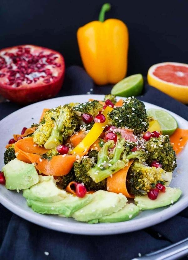 Line macht bunten Wintersalat mit Brokkoli, Granatapfel und Grapefruit | Line kocht | Was is hier eigentlich los?
