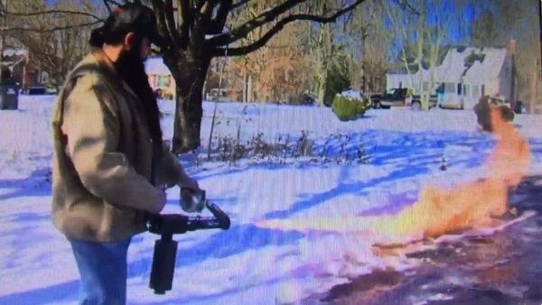Schneeschippen auf die männlichste Art | Lustiges | Was is hier eigentlich los? | wihel.de