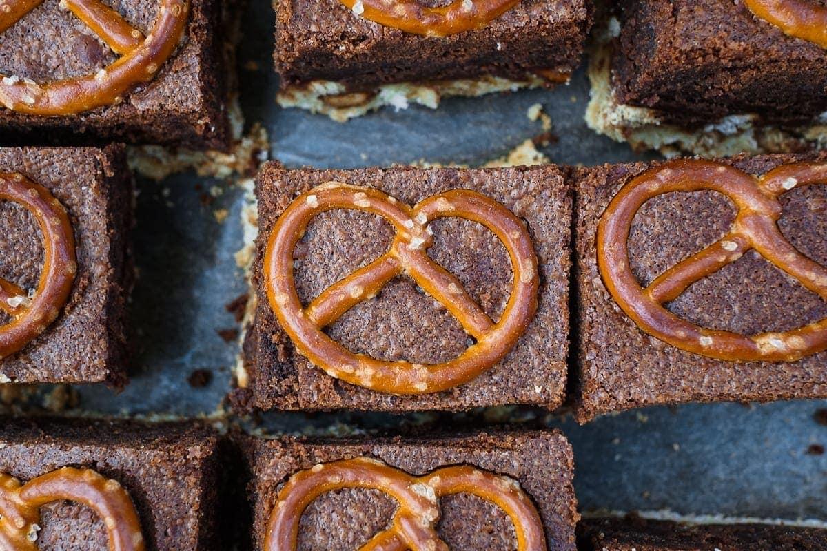 Line backt Brownies mit Keksboden und Salzbrezeln | Line backt | Was is hier eigentlich los?
