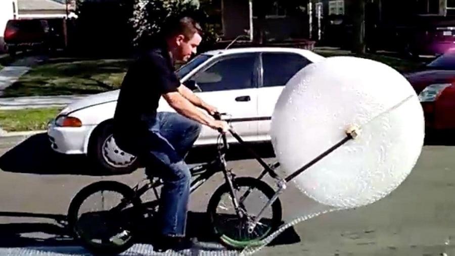 Das Luftpolsterfolien-Fahrrad | Gadgets | Was is hier eigentlich los?