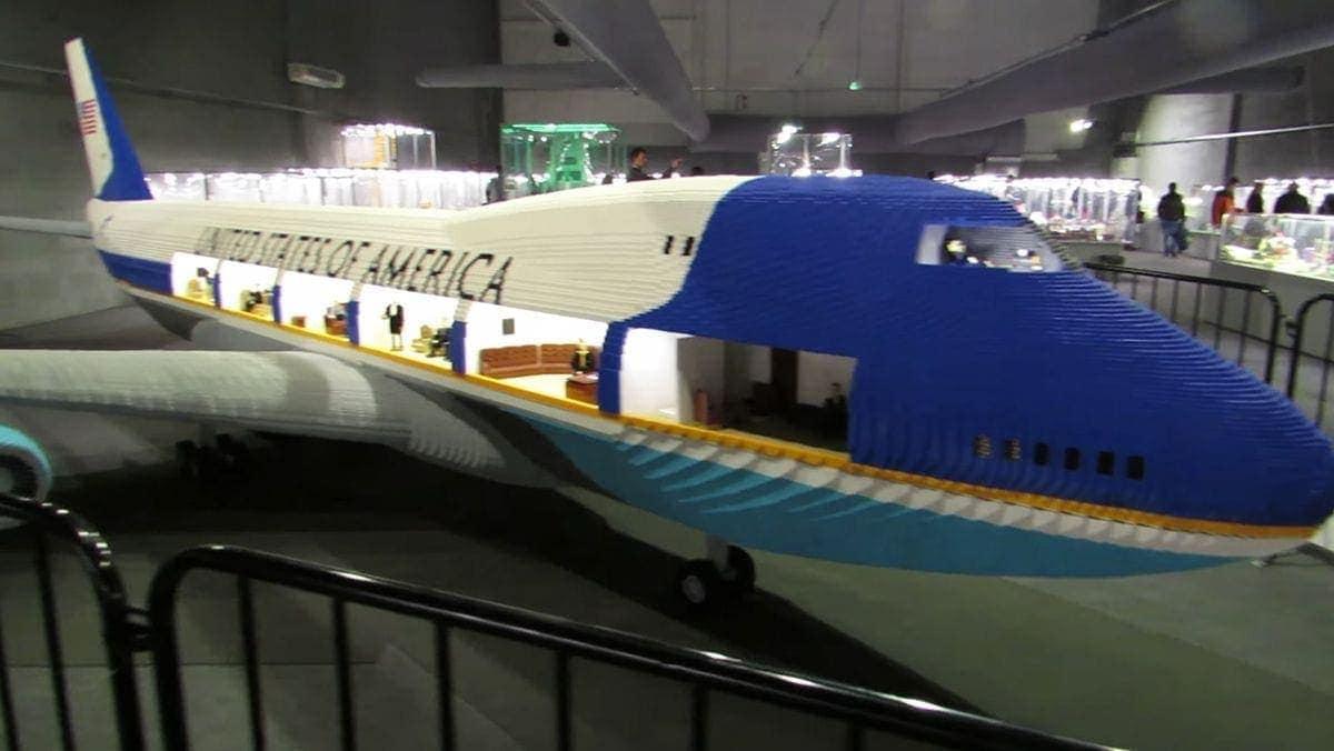 Die Air Force One mit LEGO in groß nachgebaut | Gadgets | Was is hier eigentlich los?